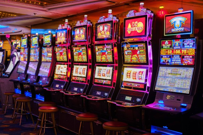 The Guide to Playing Online Slot Machines - Slot Machine Games